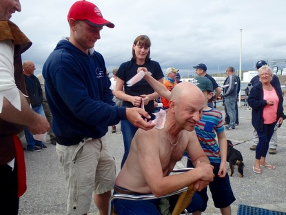 Mark Crame raising money for Heroes on Water by having his back waxed!